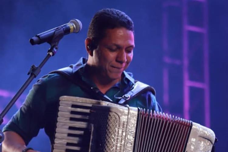 Forrozeiro Targino Gondim abre a live Canções de Luiz, às 18h, em suas redes sociais - Foto: Divukgação |