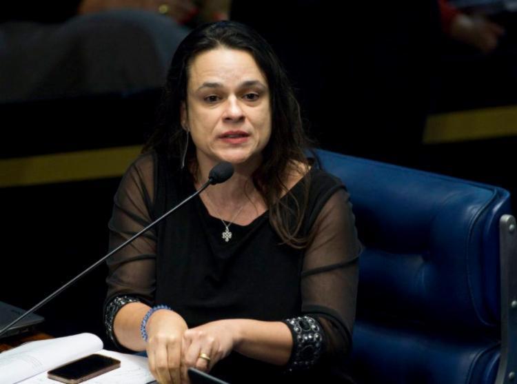 Janaína sugere que o deputado Eduardo Bolsonaro pode articular derrubar o pai da presidência | Foto: Marcelo Camargo | Agência Brasil - Foto: Marcelo Camargo | Agência Brasil