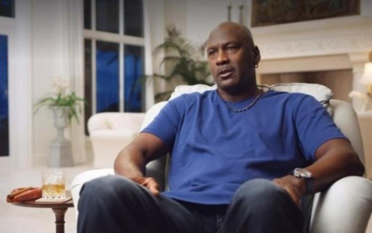 Juntamente com sua empresa Jordan Brand, Michael distribuirá esse valor nos próximos 10 anos às organizações dedicadas a garantir a igualdade racial   Foto: Reprodução   Netflix - Foto: Reprodução   Netflix