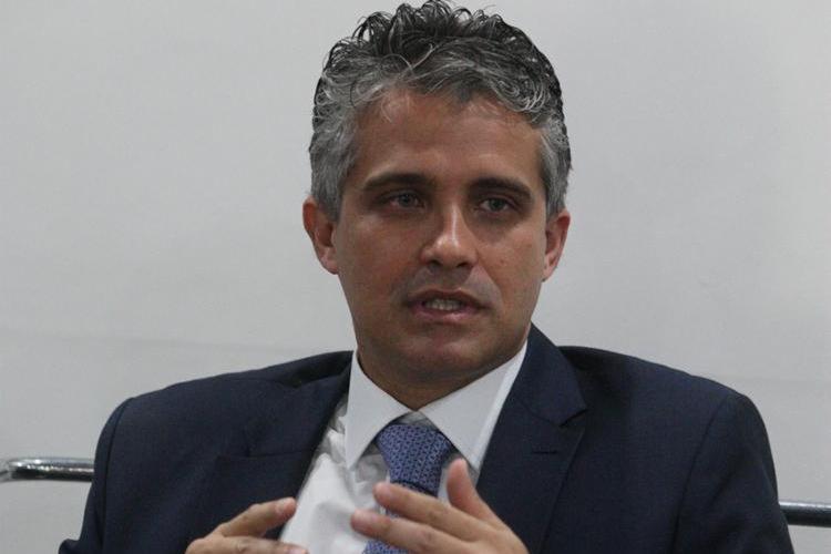 Na entrevista, Fabrício Castro falou da reivindicação de pagamento do Estado aos advogados dativos, que atuam como defensores públicos   Foto: Luciano da Matta   Ag. A TARDE - Foto: Luciano da Matta   Ag. A TARDE