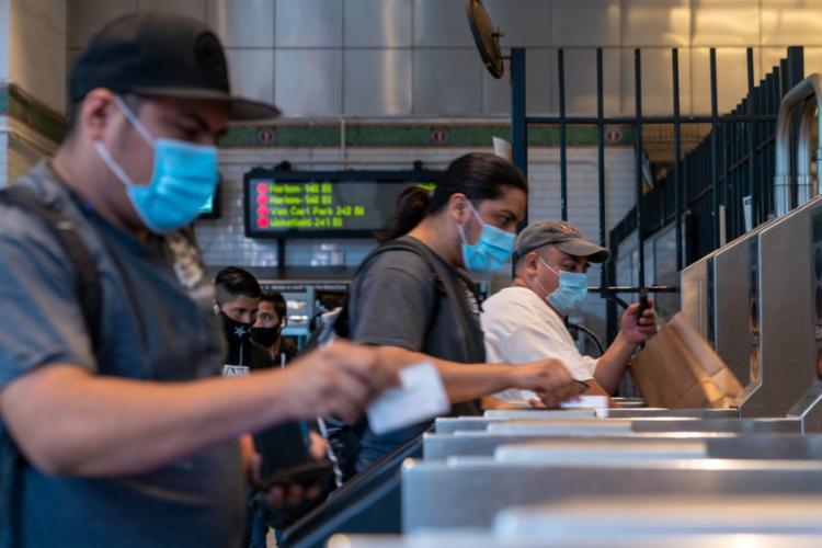 Especialista diz que é importante traçar rota de pessoas infectadas   Foto: David Dee Delgado   Getty Images via AFP - Foto: David Dee Delgado   Getty Images via AFP