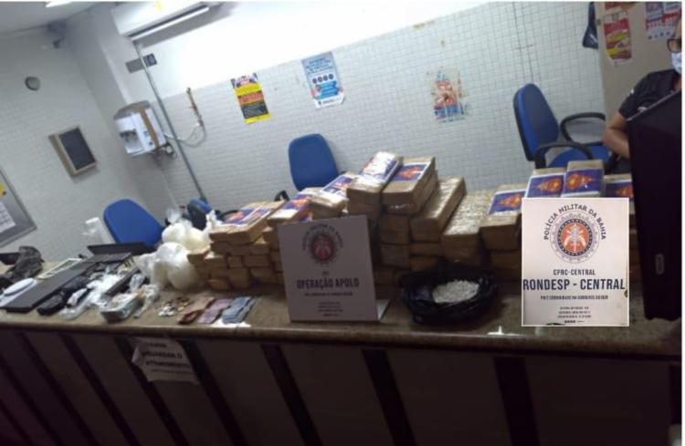 A pesagem das drogas apontaram 100kg, sendo 82 tabletes de maconha, nove sacos com cocaína e pedras de crack | Foto: Divulgação | SSP