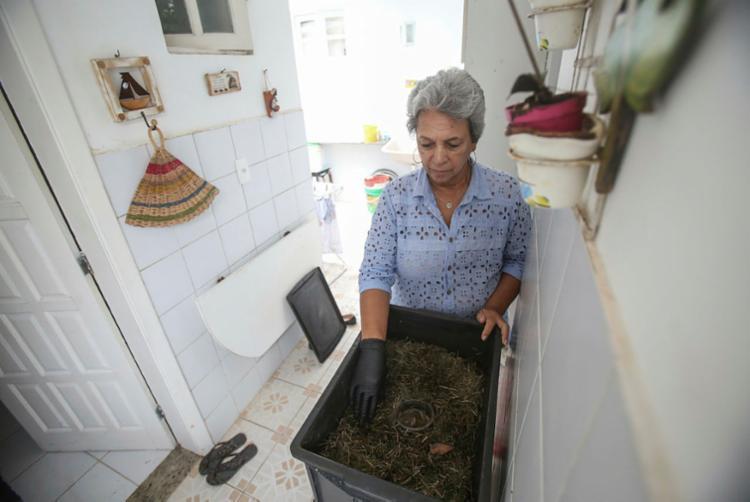 Arly Mary reduz em até 80% o volume do descarte com seleção de recicláveis e compostagem| Foto: Raphael Müller | Ag. A TARDE - Foto: Raphael Müller | Ag. A TARDE