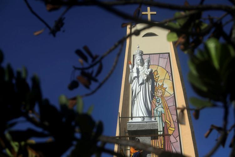 Escultura na praça Nossa Senhora da Luz traz mensagem de acolhimento e proteção | Foto: Felipe Iruatã | Ag. A TARDE - Foto: Felipe Iruatã | Ag. A TARDE