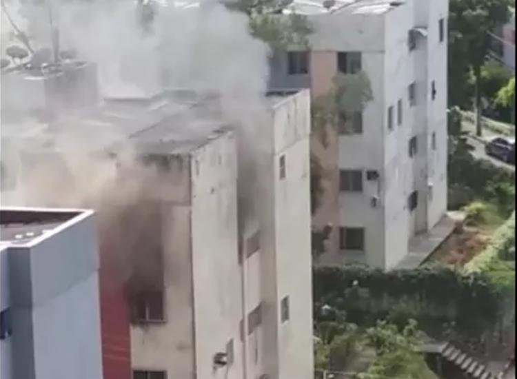 Incêndio aconteceu no condomínio Bosque Imperial, no São Rafael - Foto: Cidadão Repórter | Via Whatsapp