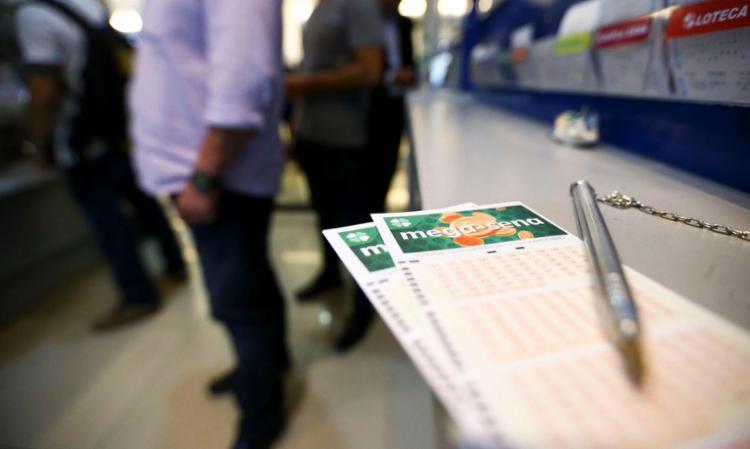 Volante, com seis dezenas marcadas, custa R$ 4,50 - Foto: Marcelo Camargo | Agência Brasil