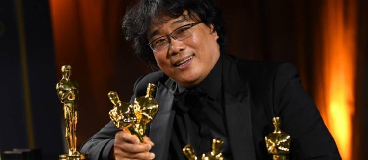 o diretor sul-coreano Bong Joon-Ho, do filme Parasita, recebeu diversas estatuetas no Oscar 2020 - Foto: AFP