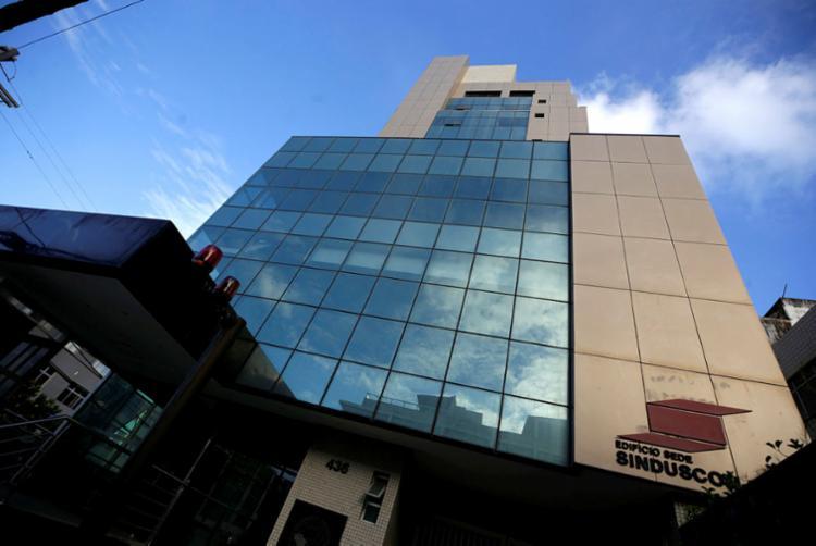 Fachada da sede do Sinduscon, na Pituba: prédio sustentável | Foto: Adilton Venegeroles | Ag. A TARDE