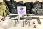 Armas e munições são encontradas escondidas em