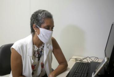 A psicóloga Marcia Andrade realizando atendimento | Foto: Felipe Iruatã | Ag. A TARDE - Felipe Iruatã | Ag. A TARDE