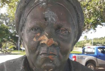 Busto de Mãe Gilda volta a ser alvo de vandalismo em Itapuã   Arquivo Pessoal
