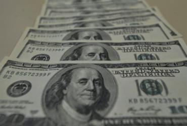 Dólar volta a aproximar-se de R$ 5,40 em dia de volatilidade  