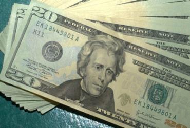 Dólar começa o dia em baixa, mas sobe e fecha a R$ 5,35 |