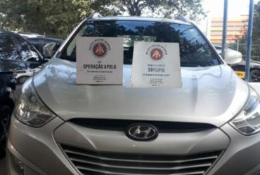 Dupla suspeita de adulterar carros é presa com veículo roubado na Boca do Rio   Divulgação   SSP
