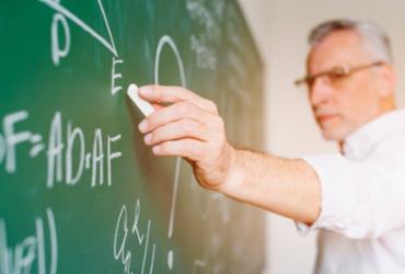 Faculdades suspendem contratos ou reduzem salários de professores | Reprodução | Freepik