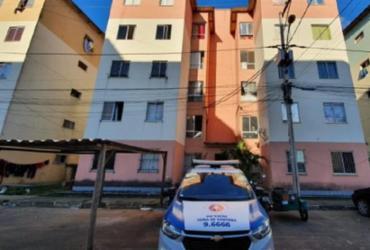 Jovem de 20 anos é assassinado a tiros dentro de apartamento em Feira de Santana