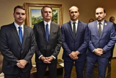 Bolsonaro e filhos são vítimas de golpe no Chile; suspeitos gastam R$ 290 mil   Roberto Jayme   Ascom   TSE