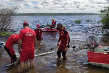 Bombeiros suspendem buscas desta sexta por vítimas do naufrágio