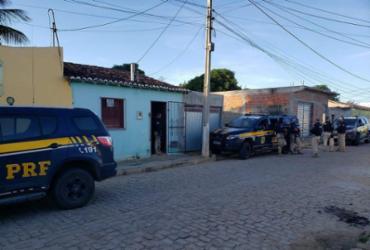 Operação contra tráfico de drogas cumpre mandados de prisão em municípios baianos