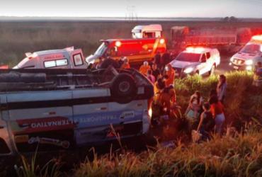 Profissionais de saúde ficam feridos após capotamento de van no Maranhão |