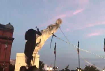 Manifestantes derrubam estátua de Cristóvão Colombo nos EUA | Reprodução | Twitter
