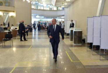 Russos votam a favor de prolongar era Putin | Alexey Druzhinin | Sputnik | AFP