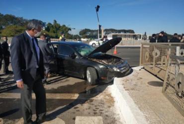 Segurança de Bolsonaro fica ferido após acidente em carro do comboio presidencial | Pedro Henrique Gomes | G1