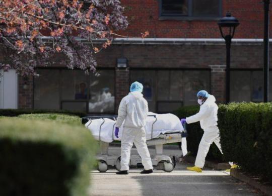 Brasil e EUA ainda estão longe do 'pico' da pandemia   AFP 