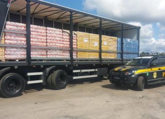 PRF apreende mais de 36 mil litros de cerveja sem documentação na BR-116   Divulgação   PRF