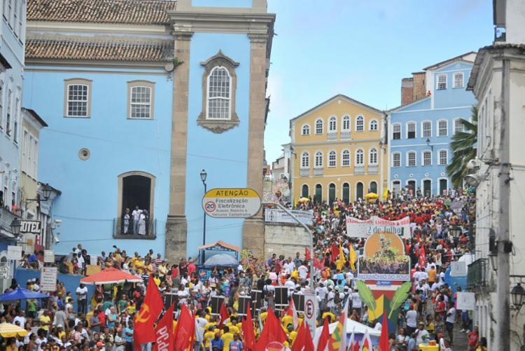 Manifestações movimentam a rede| Foto: Felipe Iruatã | Ag. A TARDE - Foto: Felipe Iruatã | Ag. A TARDE
