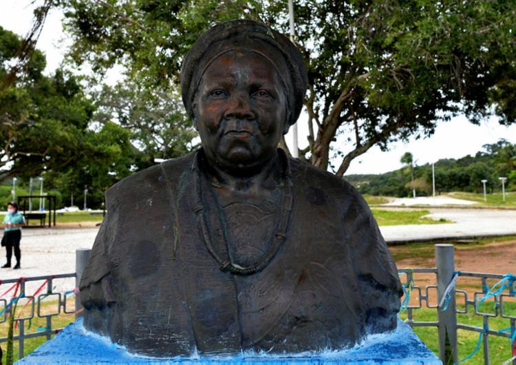 Busto foi alvo de vandalismo nesta quarta-feira, 15 | Foto: Shirley Stolze | Ag. A TARDE - Foto: Shirley Stolze | Ag. A TARDE