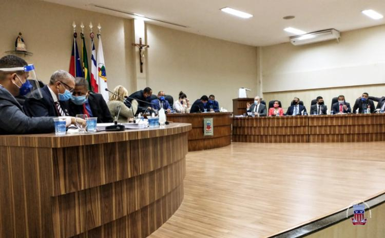 Decisão apertada em Candeias: afastamento do prefeito teve nove votos a favor e oito contra - Foto: Divulgação