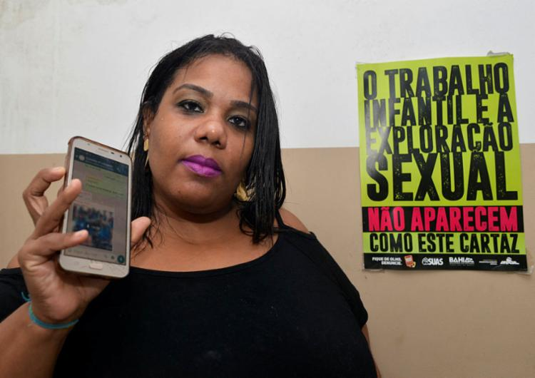 Conselheira tutelar Aline Gomes disponibilizou o celular e whatsapp pessoais para denúncias | Foto: Shirley Stolze | Ag. A TARDE - Foto: Shirley Stolze | Ag. A TARDE
