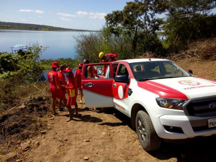 Operação de resgate com auxílio de mergulhadores | Foto: Divulgação | Corpo de Bombeiros - Foto: Divulgação | Corpo de Bombeiros