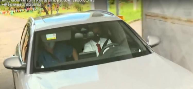 O ex-ministro Geddel no momento em que deixou o complexo de Mata Escura - Foto: Reprodução | TV Bahia