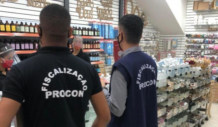 Dezessete estabelecimentos foram fechados por não estarem autorizados a funcionar | Foto: Divulgação - Foto: Prefeitura Municipal de Lauro de Freitas | ASCOM