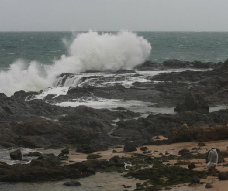 Ondas podem ultrapassar os três metros neste fim de semana, alerta a Marinha - Foto: Divulgação
