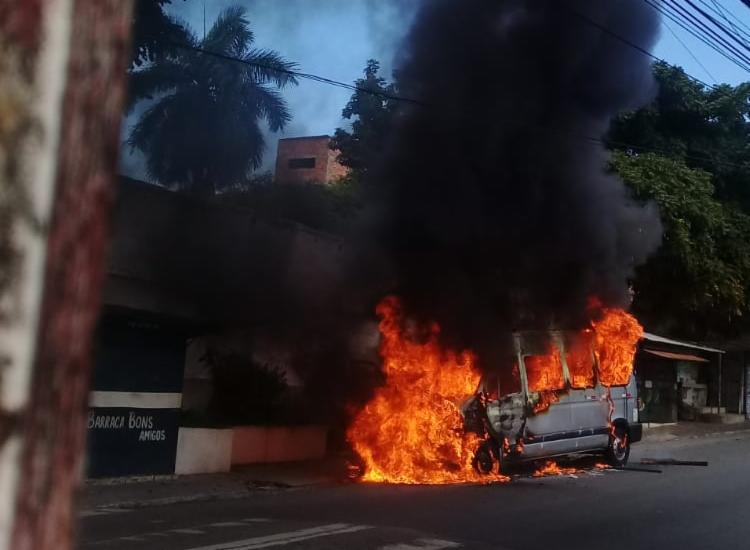 Ainda não se sabe o que teria motivado as chamas   Foto: Cidadão Repórter   via WhatsApp - Foto: Cidadão Repórter   via WhatsApp