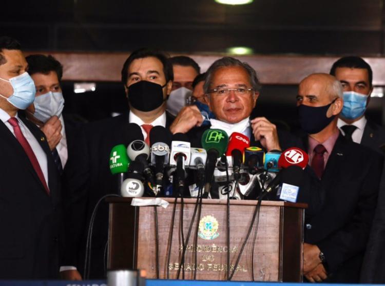 Ministro Paulo Guedes e os presidentes da Câmara, Rodrigo Maia, e do Senado, Davi Alcolumbre - Foto: Sérgio Lima | Poder 360