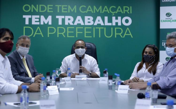 Seis prefeitos da Região Metropolitana de Salvador (RMS) se reuniram em Camaçari - Foto: Felipe Iruatã | Ag. A Tarde