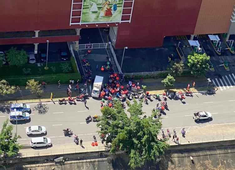 Protesto deixo o trânsito lento na região do Salvador Shopping | Foto: Anota Bahia - Foto: Anota Bahia