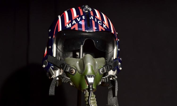Capacete usado pelo personagem de Tom Cruise deve ser leiloado por cerca de 70.000 dólares | Foto: Frederic J. Brown | AFP - Foto: Frederic J. Brown | AFP