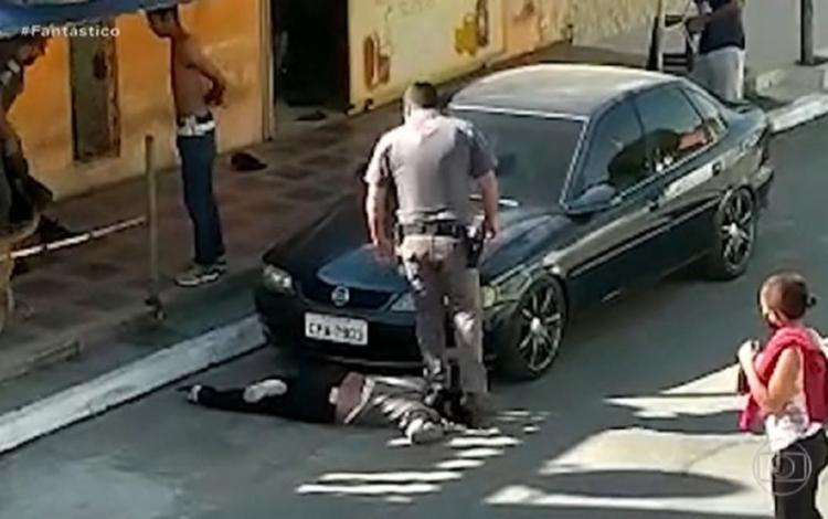 Caso se assemelha ao de George Floyd, que morreu após ser asfixiado por um policial branco nos EUA | Foto: Reprodução | Rede Globo - Foto: Reprodução | Rede Globo