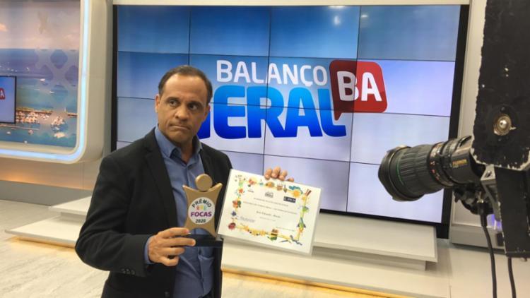 Prêmio foi entregue na redação da TV Record, em pleno programa - Foto: Divulgação