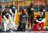 Pilotos da F1 protestam contra racismo antes do GP da Inglaterra | Foto: Bryn Lennon | AFP