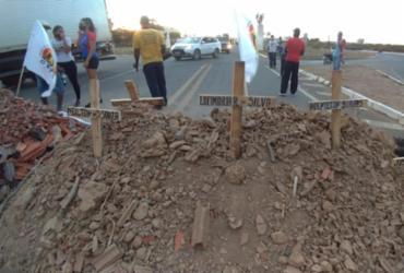 Manifestantes bloqueiam BA-160 em protesto contra más condições da rodovia | José Hélio | Notícias da Lapa