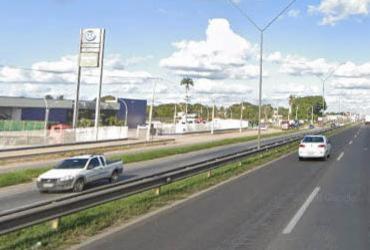 Batida entre carro e moto causa congestionamento de 5 km na BR-324  