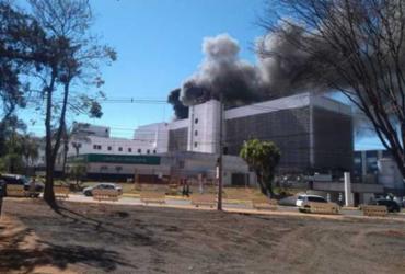 Incêndio atinge hospital em Brasília; pacientes são retirados às pressas   Reprodução   Record TV