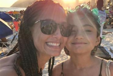 Após contrair malária junto com a filha, Camila Pitanga elogia tratamento pelo SUS   Reprodução   Instagram