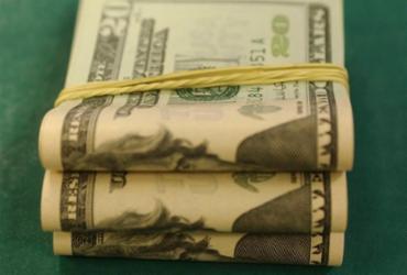 Dólar fecha no maior valor em 20 dias após queda nos juros | Marcello Casal Jr | Agência Brasil